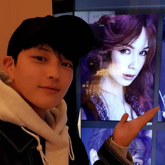 Visitando a Jang Seung-jo y tomando una foto de certificación