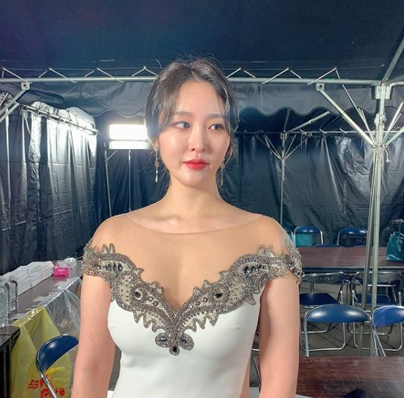 Entertainer Shin Ah-Young Announces Marriage with Non