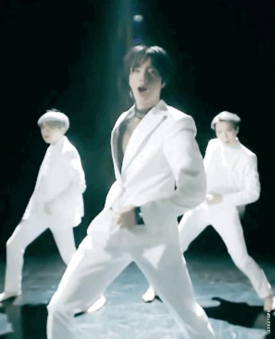 Bangtan Boys Jin, bài hát solo Moon thu âm kỷ lục của chính nó trong một ngày - 14 quốc gia iTunes số 1!