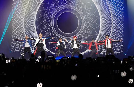 Câu lạc bộ fan hâm mộ EXO EXOL tham gia đám rước quyên góp 19!