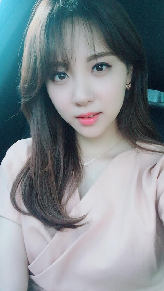 Phát thanh viên Kim Min-ah được chọn làm người mẫu độc quyền cho Owin