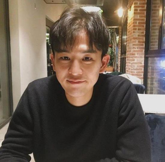 El director nacional de ballet, Kang Soo-Jin, viaja a Japón con su novia