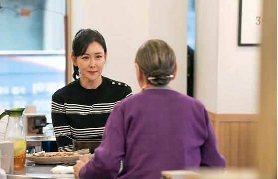 ¡Seol-soo Koo, que no lleva puesto el cinturón de seguridad, tiene tres matrimonios y tres divorcios a los noventa años!