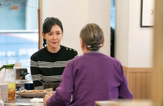 Seol-soo Koo, yang tidak mengenakan sabuk pengaman, memiliki tiga pernikahan dan tiga perceraian pada usia sembilan puluh!