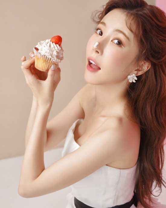 Who is Jang Hye-ri who opened her second act as a trot singer at the age of twenty-nine from a girl group fairy?