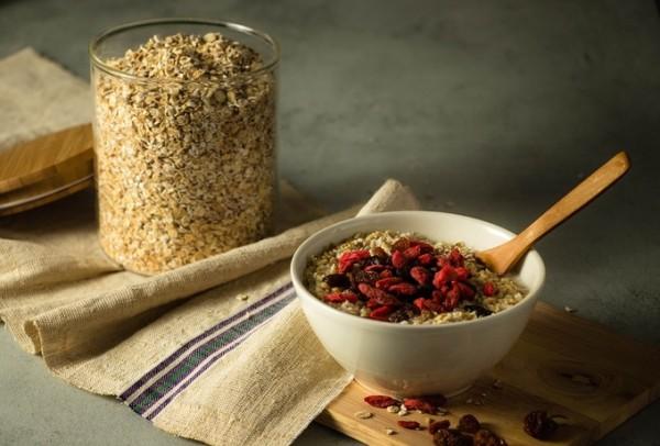 'Harina de avena buena comida, mejorar el hígado hígado' Harina de avena, rica en aminoácidos,